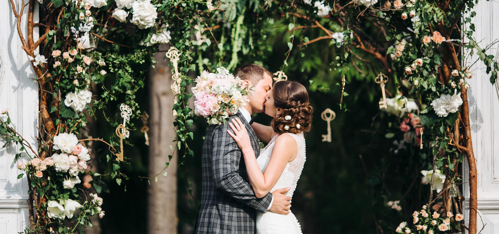 Весенняя или летняя свадьба в саду - что нужно знать
